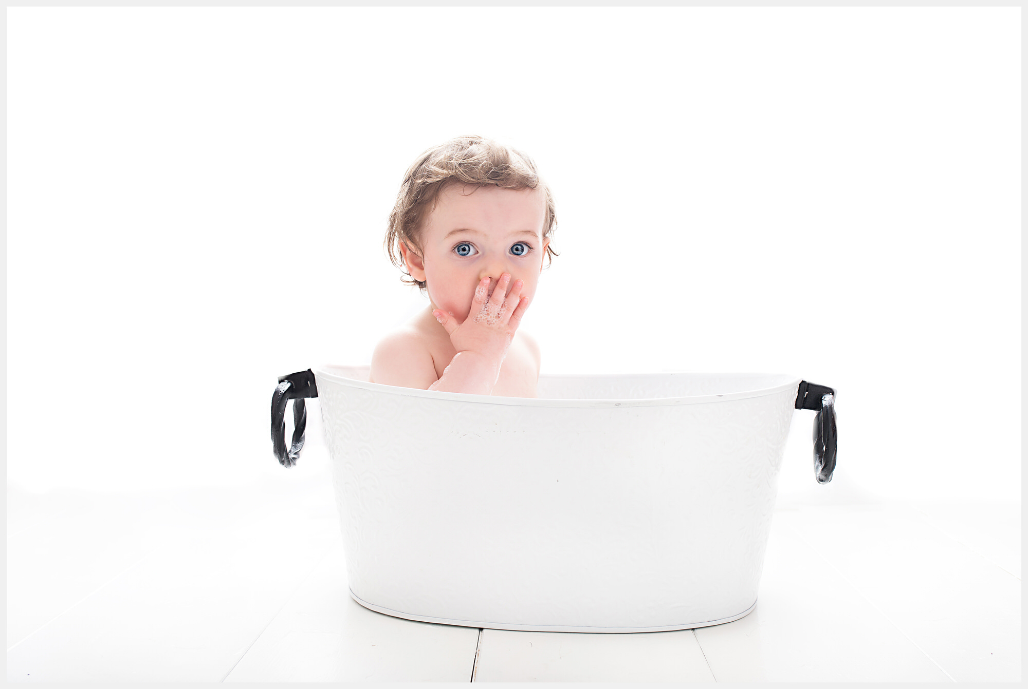 Barnsley cake smash and splash photographer, bath tub shoot