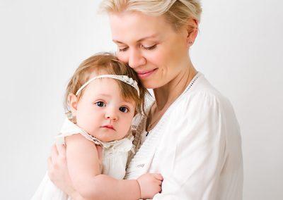 Barnsley baby photographer, mum cuddling baby