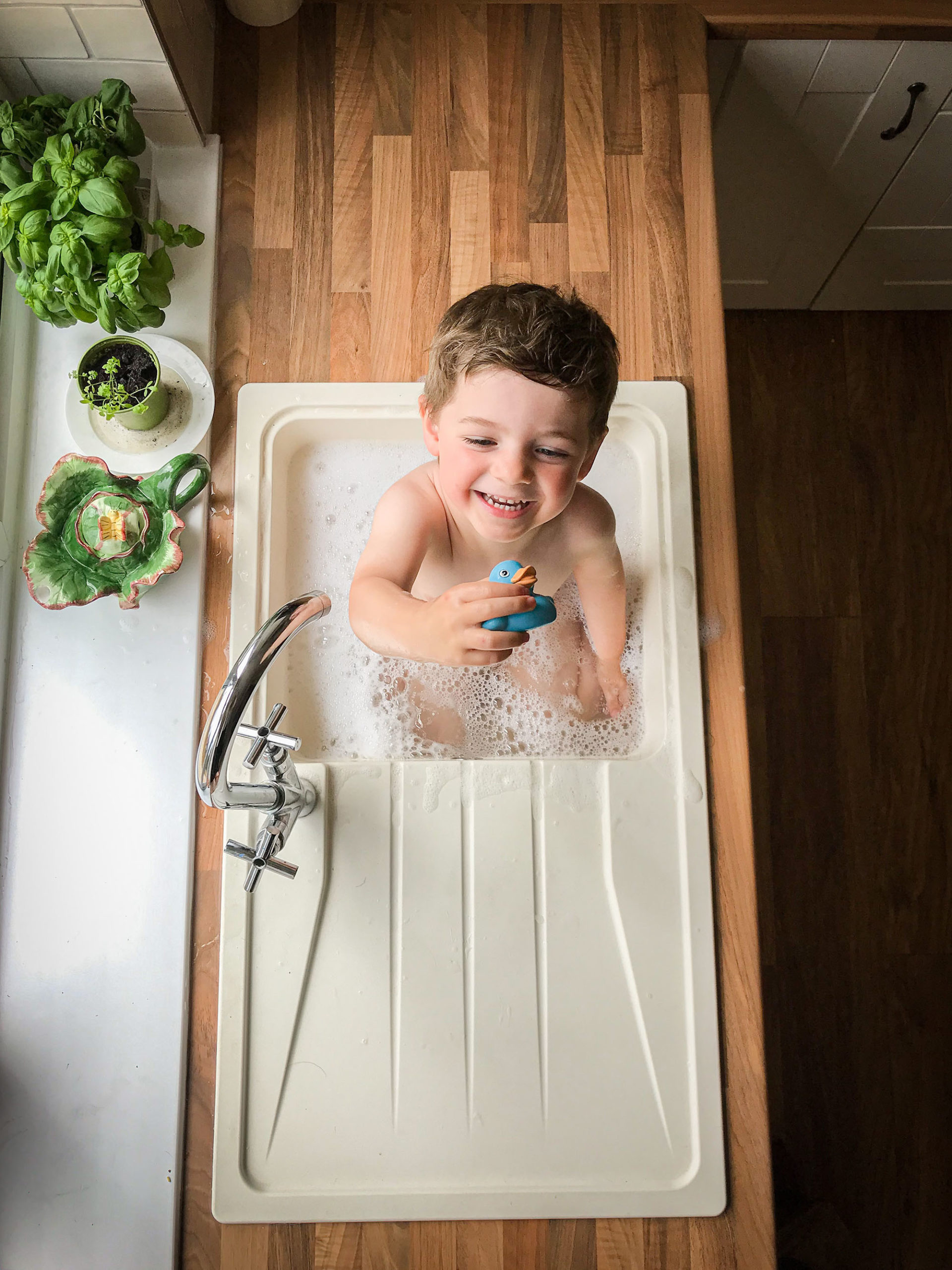 taking professional photos with your phone, sink bath