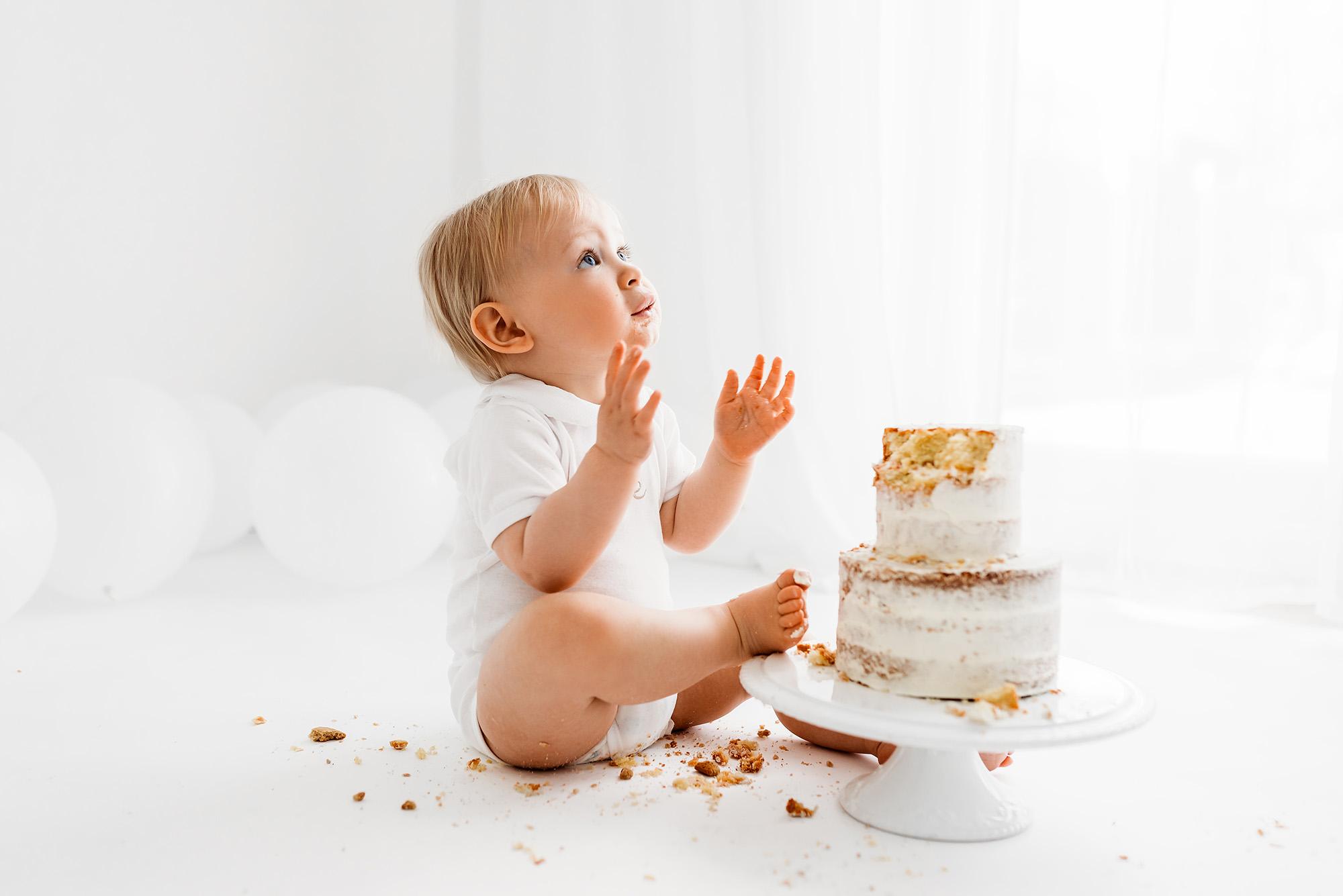 Cake Smash Photographer Barnsley , baby clapping and dancing
