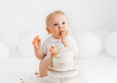Baby putting feet in cake Barnsley cake smash photographer