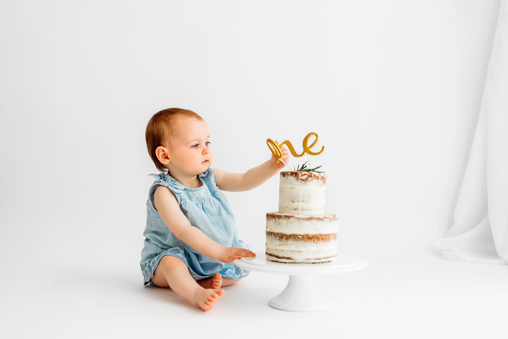 Barnsley photographer at a cake smash photoshoot