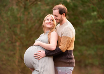 Maternity photography session taken at a reservoir in autumn